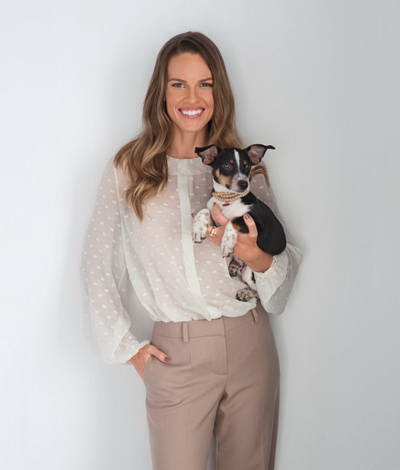 hilary swank with dog kai-celebrities at home-sohelee