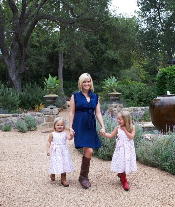 reese witherspoon with her nieces, draper (left) and abby james-celebrities at home-sohelee