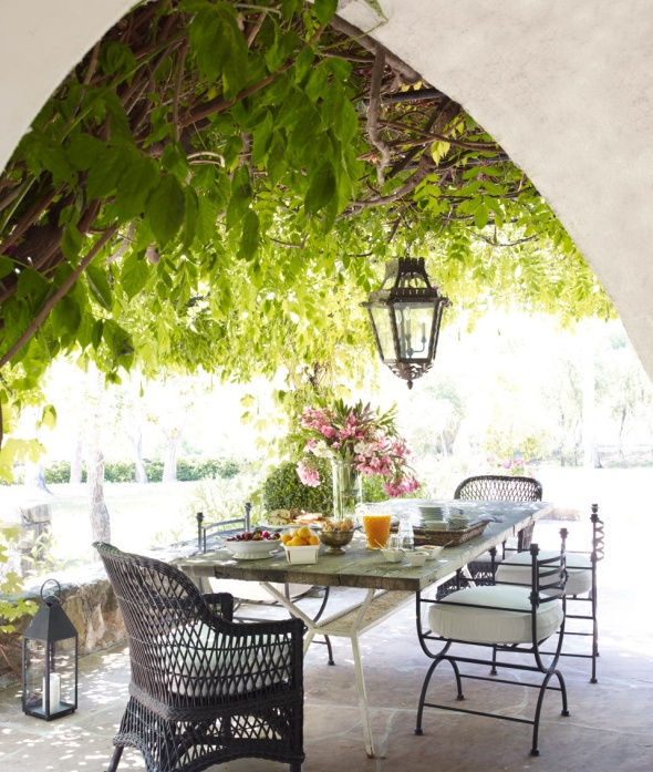 terrace-reese witherspoon-celebrities at home-sohelee