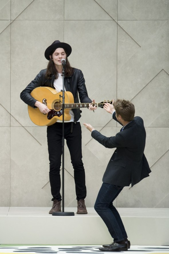 James Bay and Christopher Bailey- Burberry Prorsum SS15- LFW14- Sohelee1