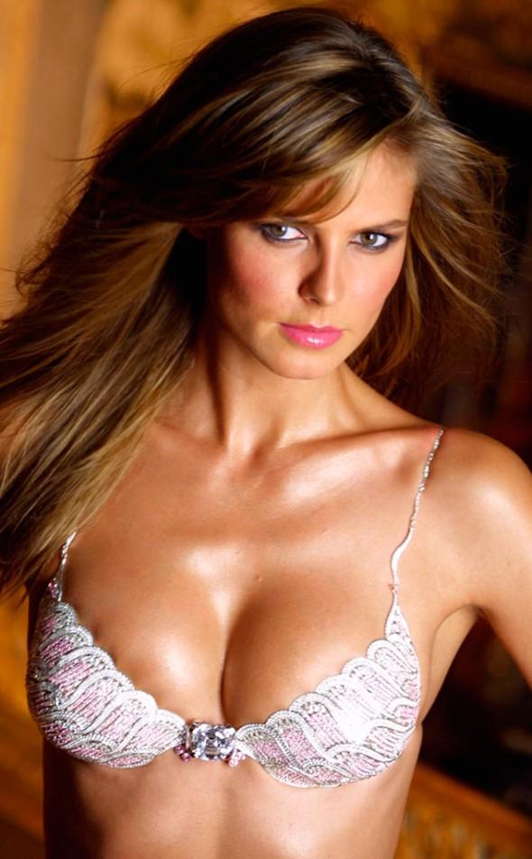 Victoria's Secret Fantasy Bra through the years - Heidi Klum 2001